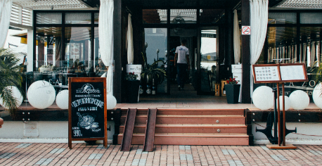 restaurantserver.jpg
