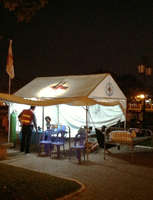 Red Cross tent at night outside 8451004554 by Erik W.jpg