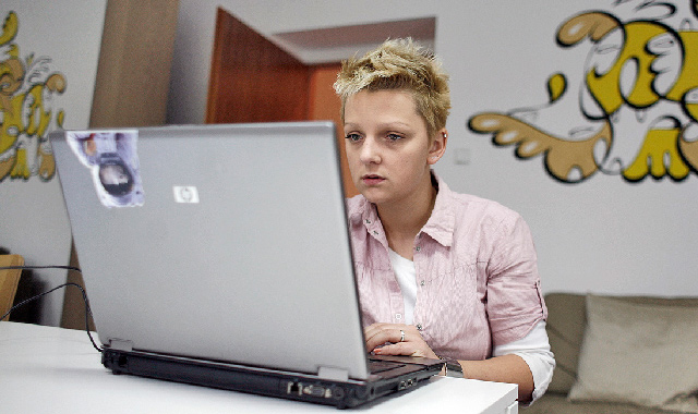 woman-in-room-looking-at-HP-laptop-8446525899-by-K2_UX-cropped.jpg