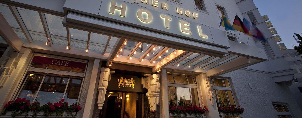 hotel-schraeg-abend.jpg