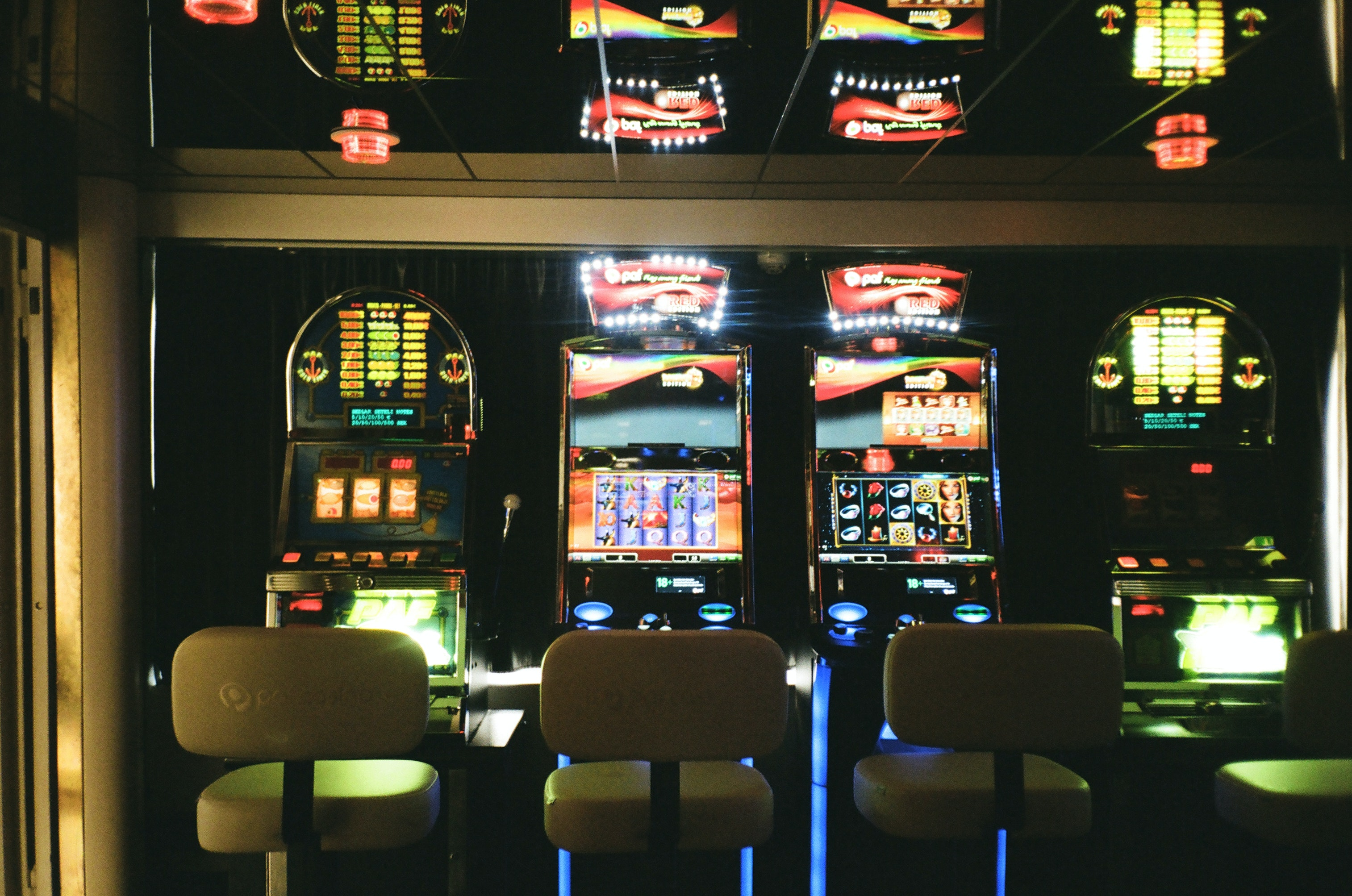 slot-machines-3021120.jpg